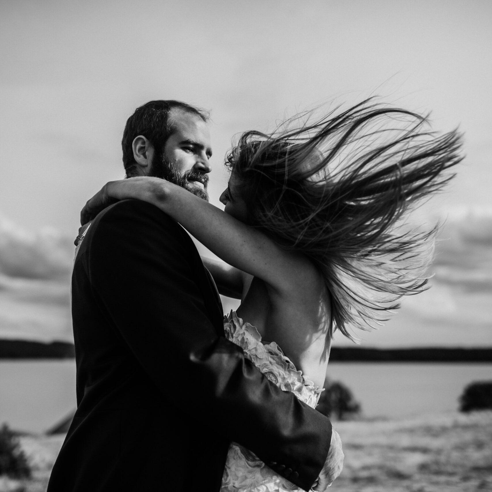 plener poślubny na wzgórzach
