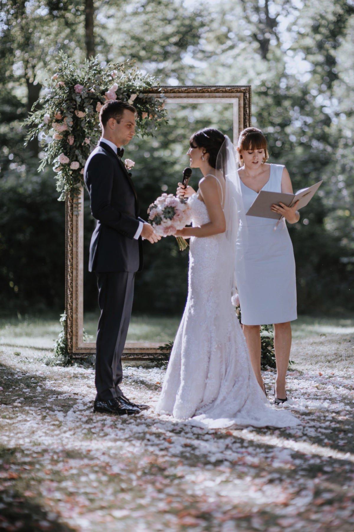 Ślub humanistyczny w ogrodzie w Pałac Zdunowo