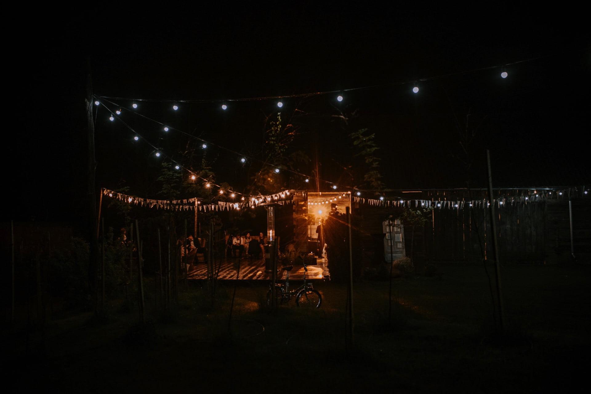 stodoła Folwark Ruchenka nocą
