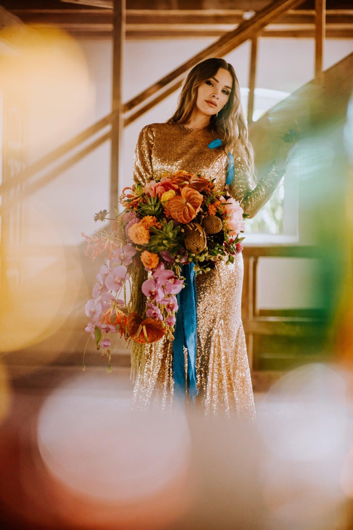 cekinowa suknia ślubna