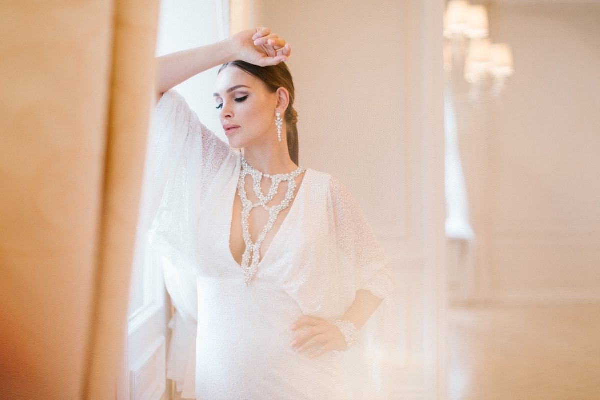 elegancka panna młoda, glamour stylizacja, panna młoda, biżuteria ślubna