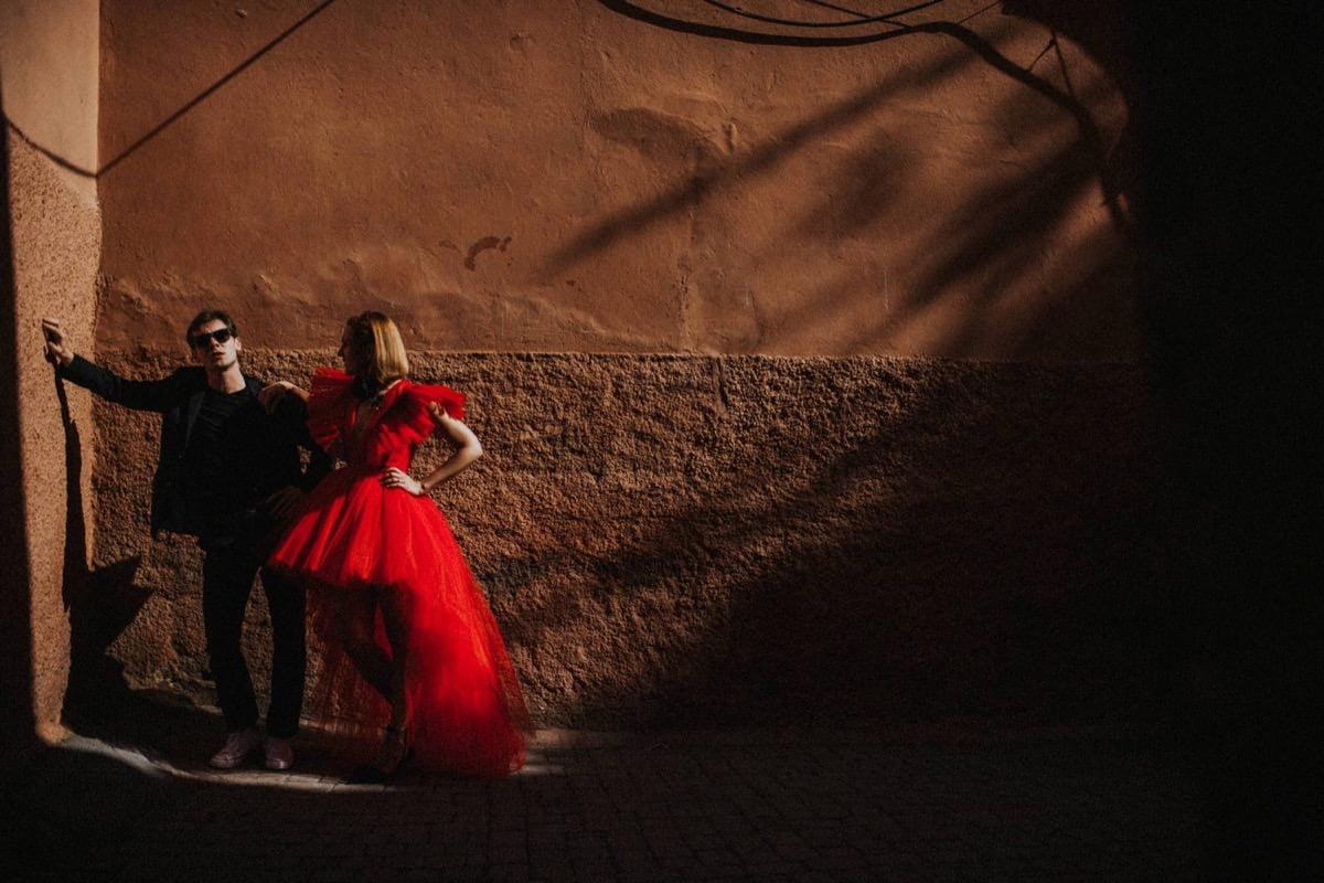red wedding dress Giambattista Valli HM Morocco elopement ślub zagranicą Decolove