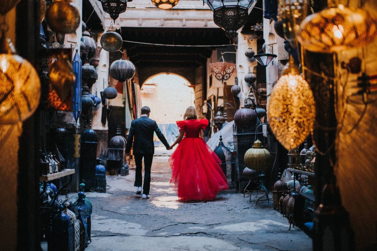 red wedding dress Giambattista Valli HM Morocco elopement ślub zagranicą