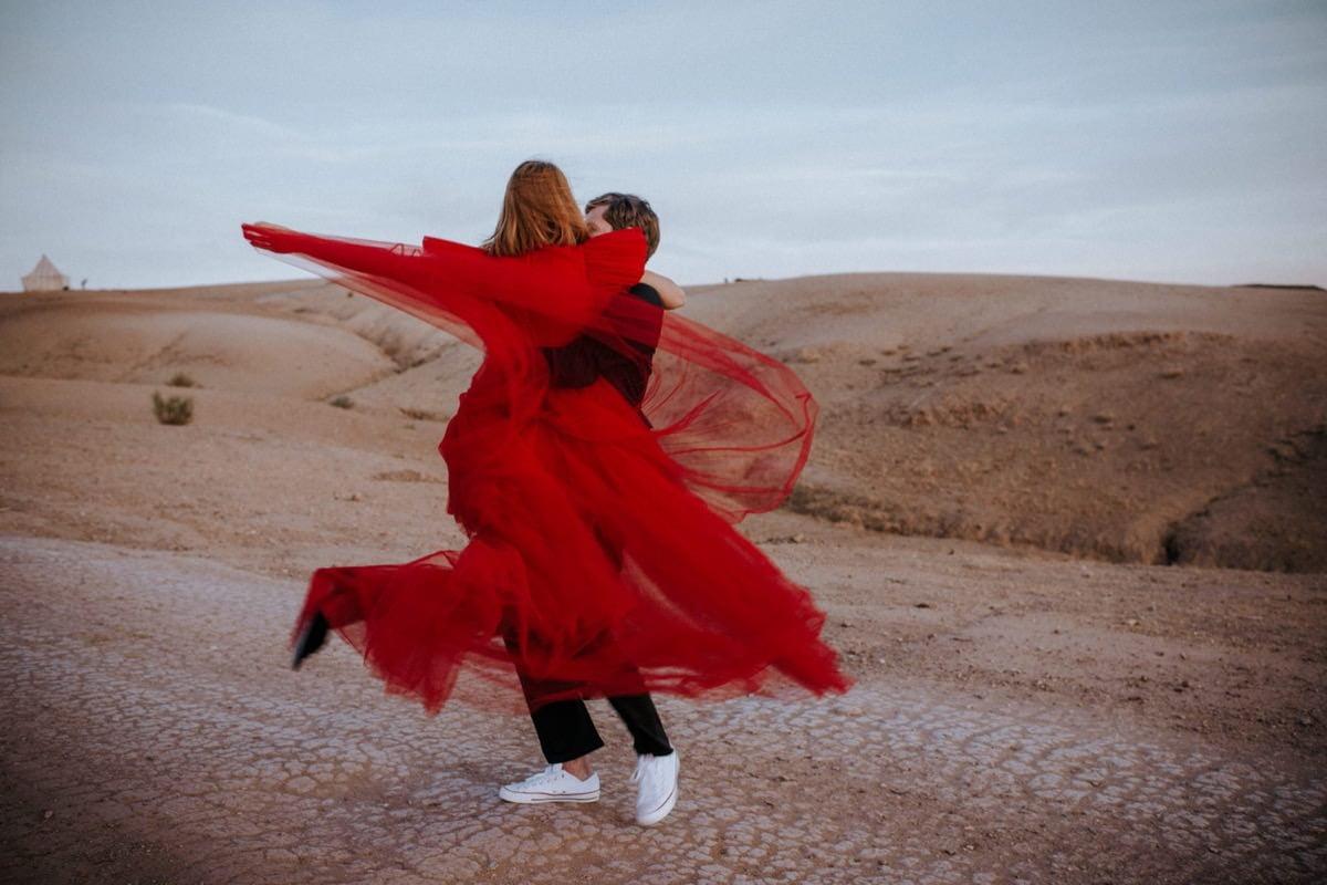 red wedding dress Giambattista Valli HM Morocco desert elopement ślub zagranicą Decolove