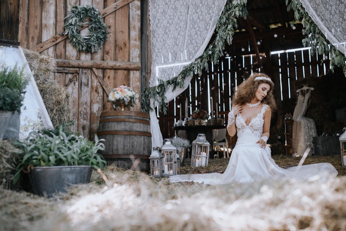 suknia ślubna Galia Lahav, opaski ślubne, wesele w stodole