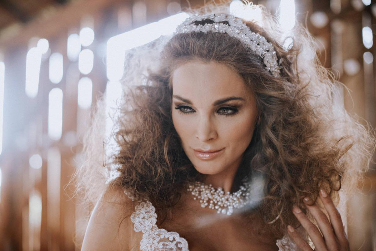 panna młoda, make up ślubny, fryzura ślubna, opaski ślubne, biżuteria ślubna