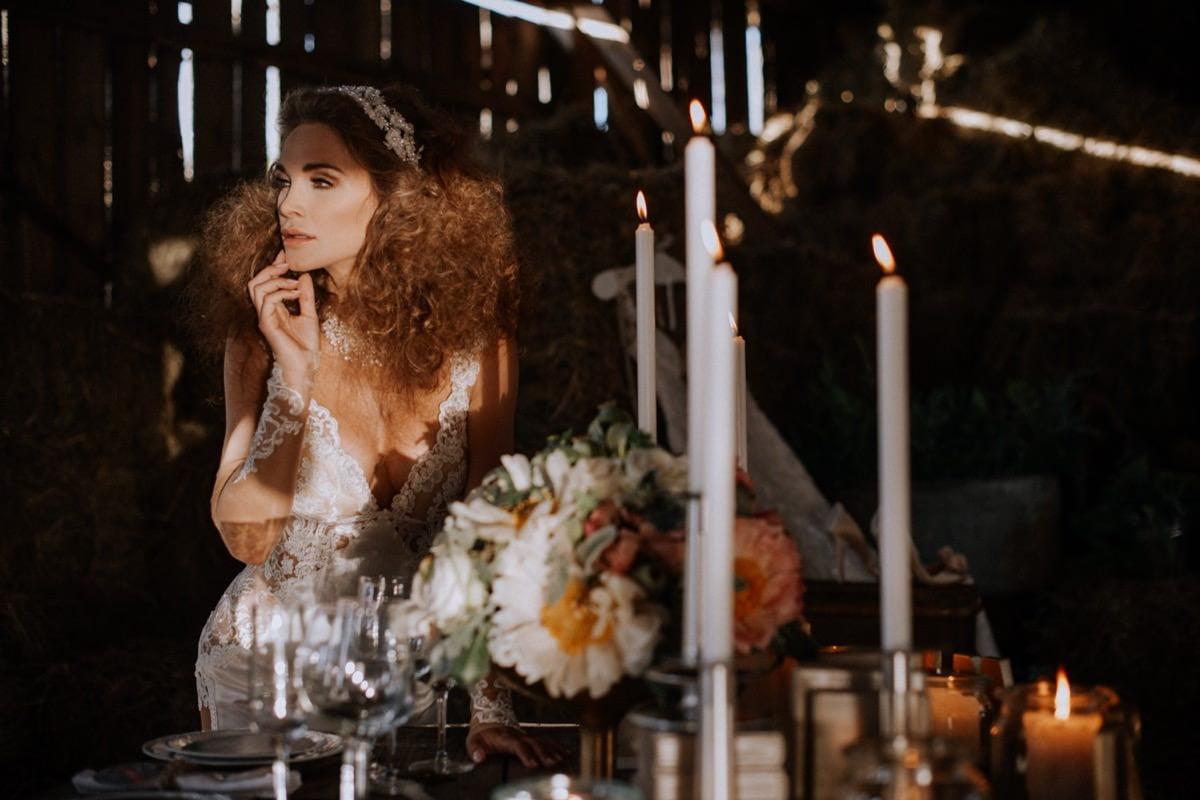 suknia ślubna Galia Lahav, opaski ślubne, wesele w stodole, panna młoda