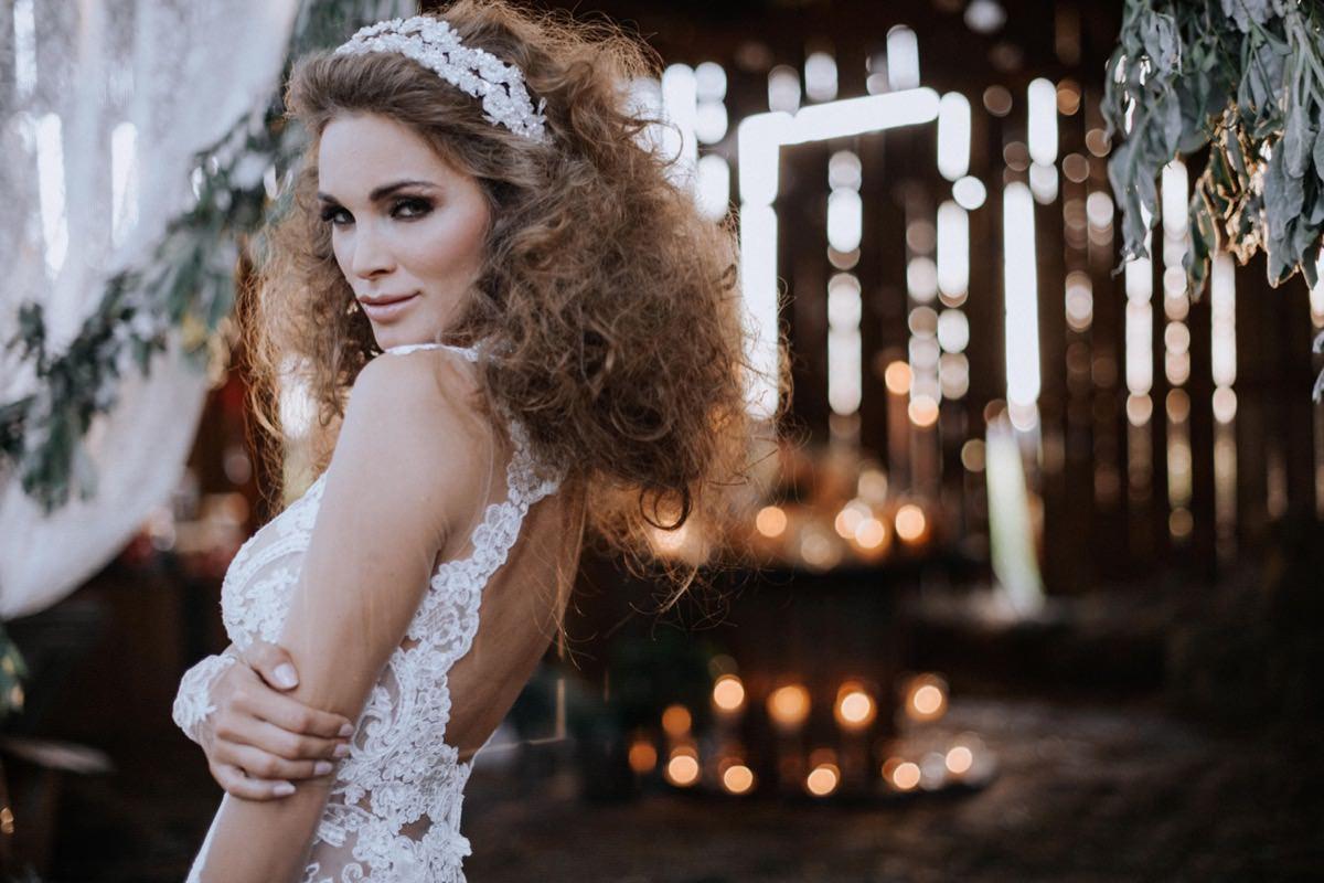suknia ślubna Galia Lahav, opaski ślubne, wesele w stodole, fryzura ślubna