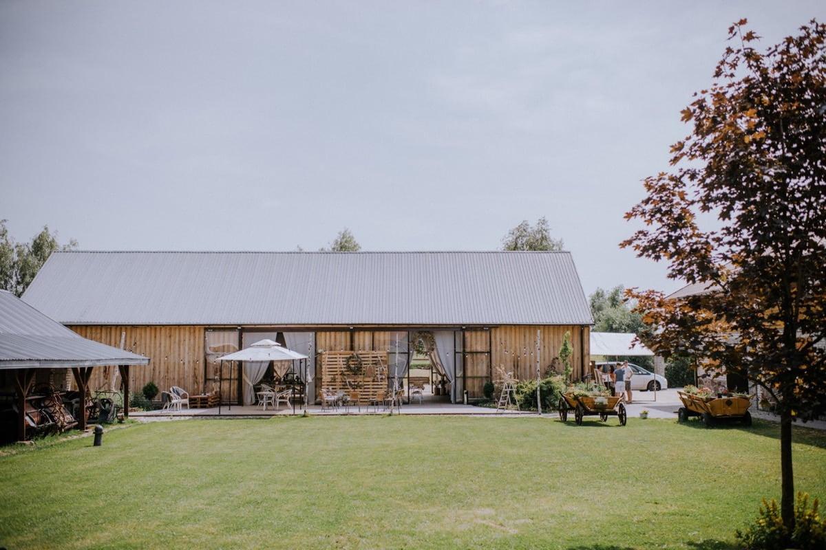 dekoracje ślubne w stodole, stodoła weselna