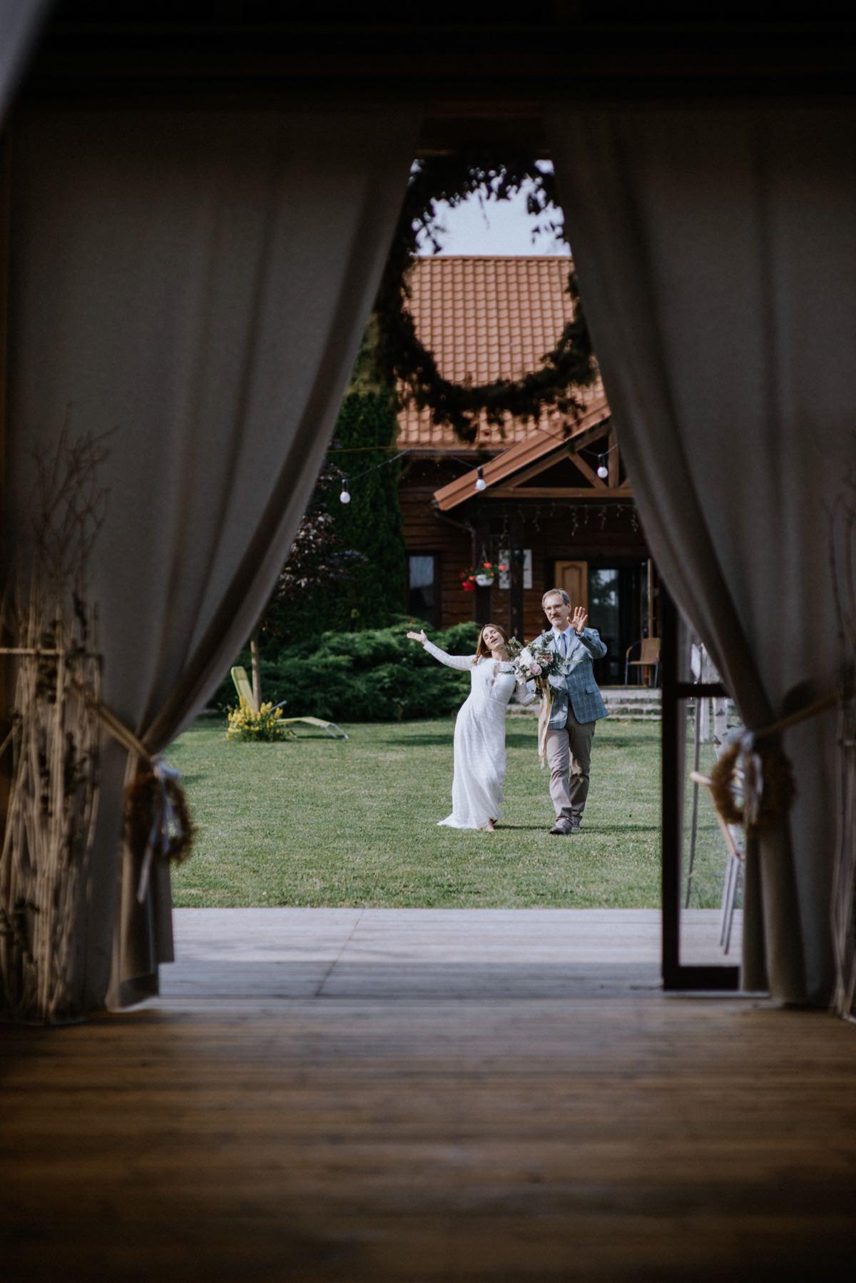 stodoła weselna, chata za wsią, wesele w stodole