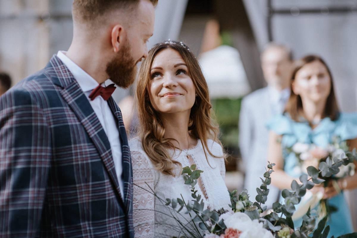 ślub plenerowy, stodoła weselna, cicha 23, kawkowo, wesele w stodole