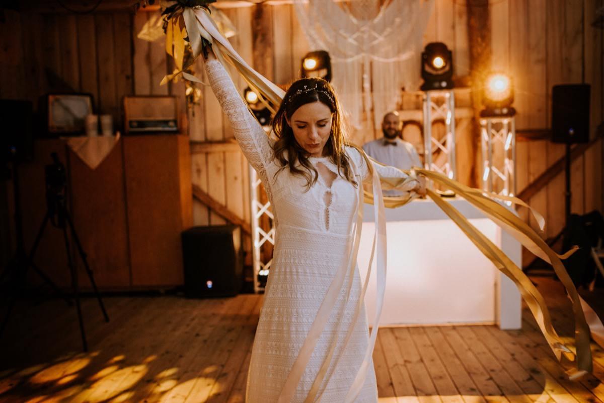 ślub plenerowy, stodoła weselna, cicha 23, kawkowo, wesele w stodole, oczepiny