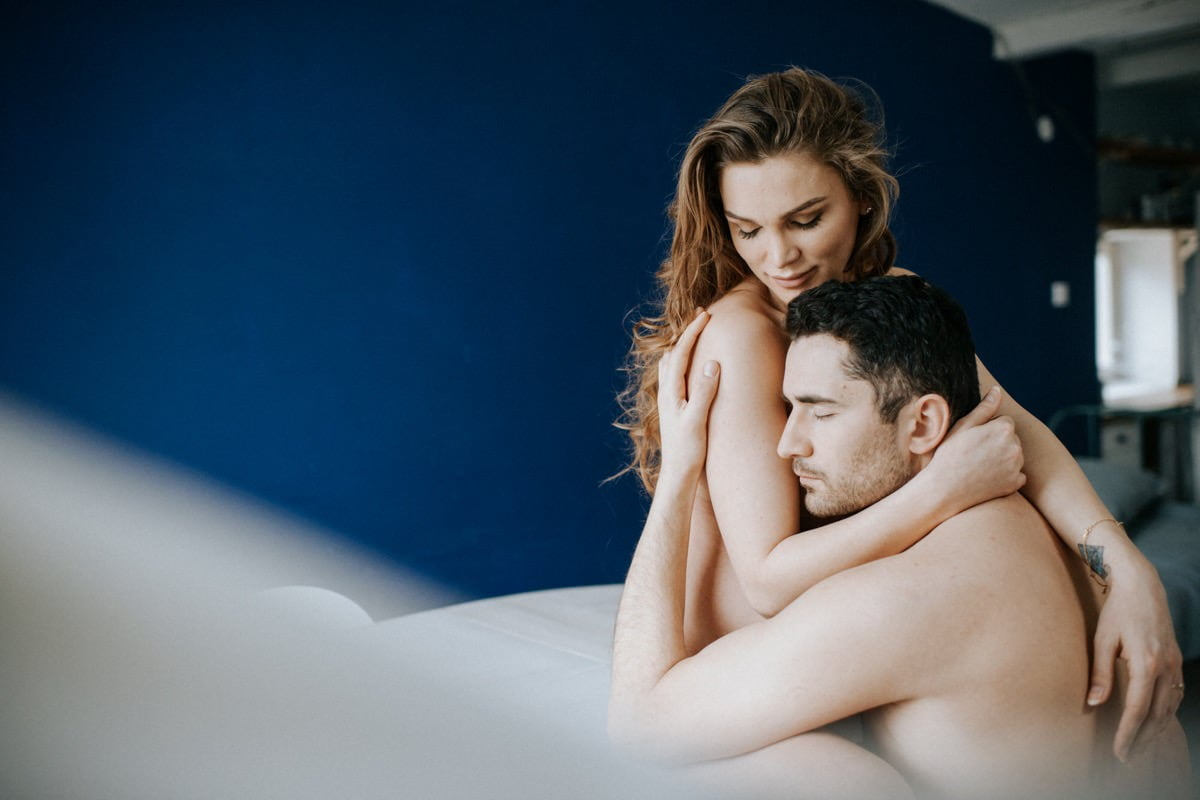 intymna sesja ciążowa w domu