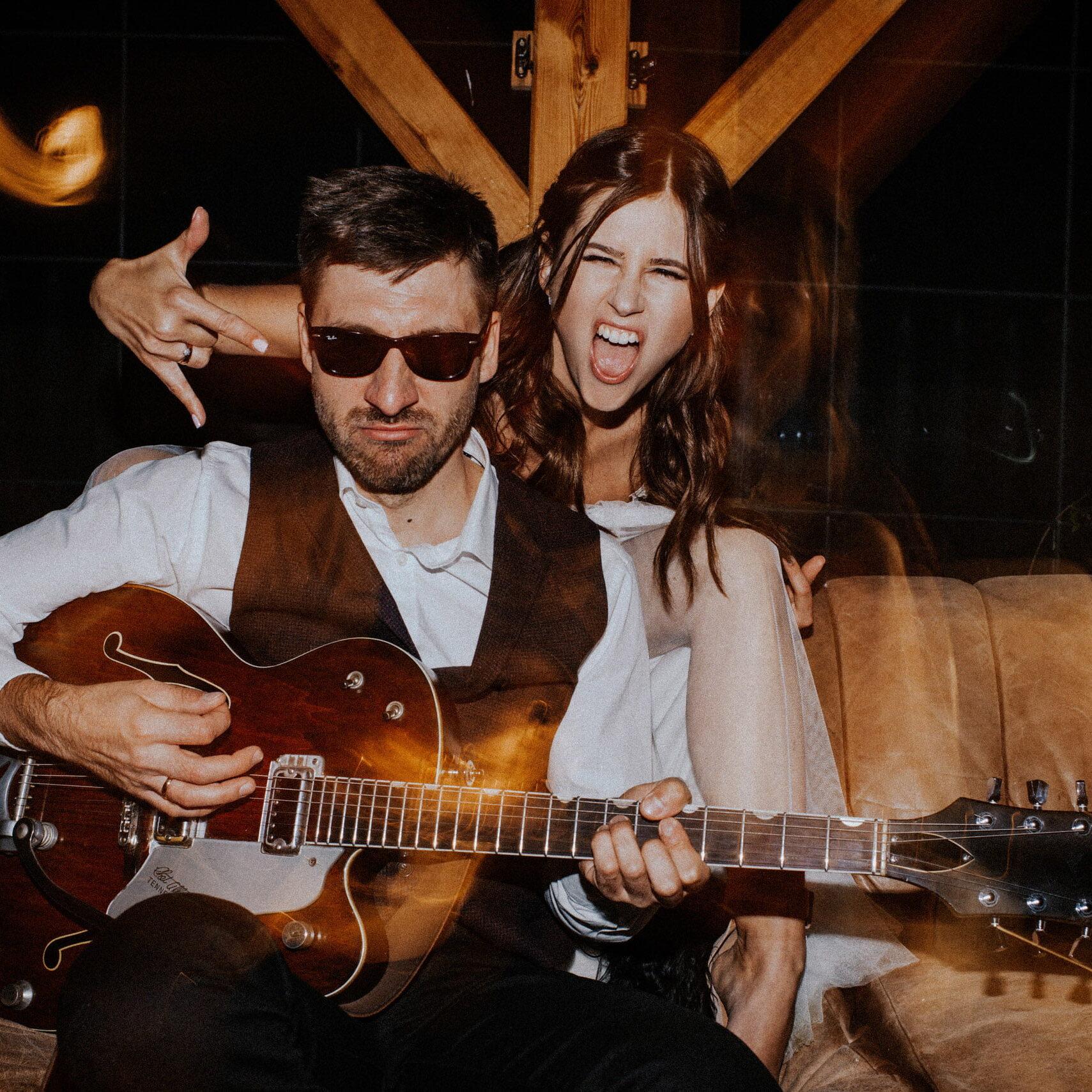 rockowa panna młoda, ślub alternatywny, slow wedding, ślub w stodole