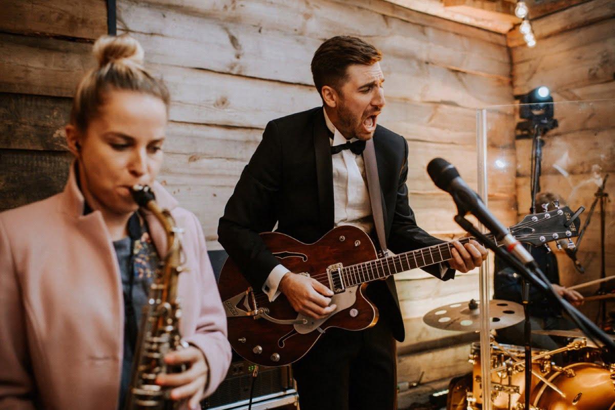 rockowa para młoda, koncert na ślubie