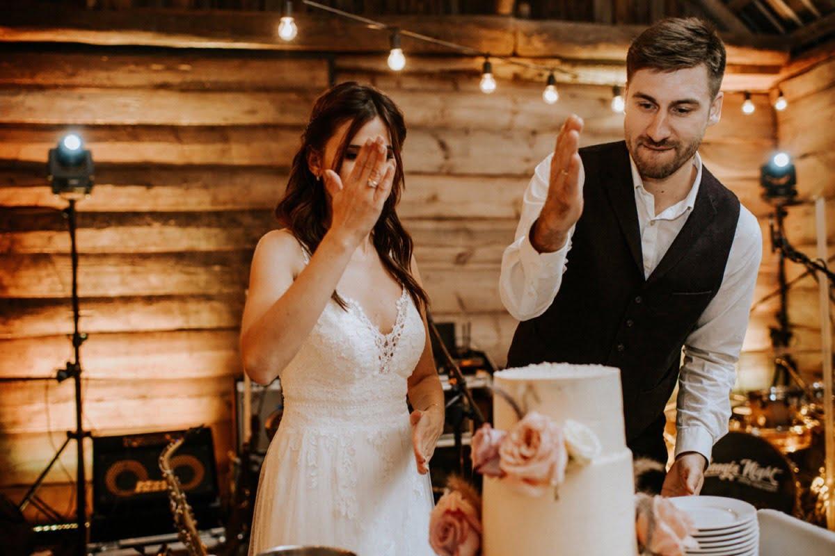 tort ślubny, ślub w stodole