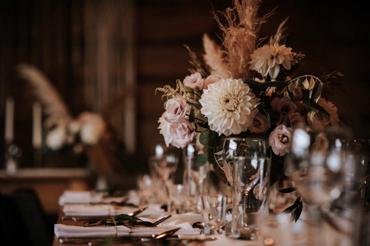 kwiaty na ślub w stodole