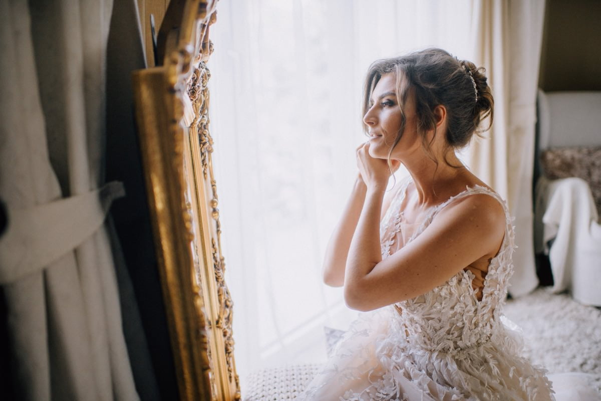 portret panny młodej w stylu glamour suknia Violi Piekut