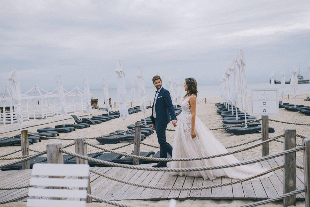 romantyczna sesja poslubna nad morzem